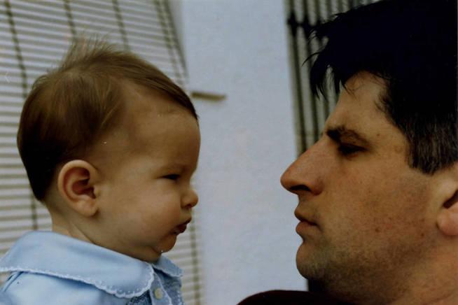 Foto familiar de Ordóñez con su hijo Javier. (Fundación Gregorio Ordóñez)